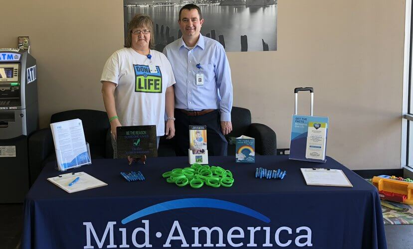 Mid-America Transplant's Bill Muren and volunteer Ruthie Williams encouraged customers of the Oakville License Office to join the organ and tissue donor registry.